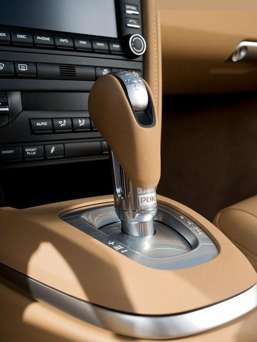 NEW  PORSCHE  911 Carrera 4 & 4S