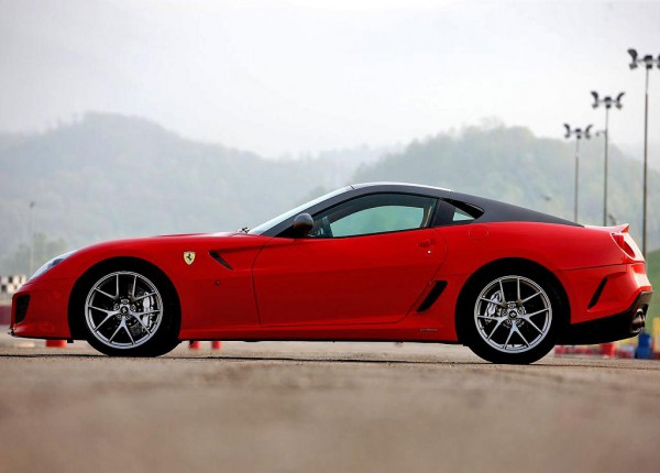 ferrari-599_gto_2011_1280x960_wallpaper_28