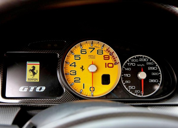 ferrari-599_gto_2011_1280x960_wallpaper_56