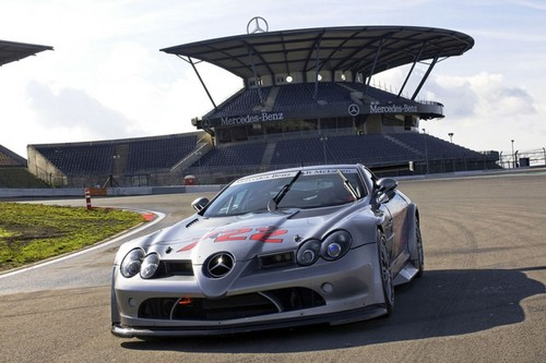Mercedes McLaren SLR 722 GT takes to the track
